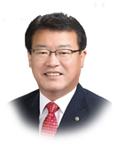 Hwang, Wolyeon, the chairman of the council.